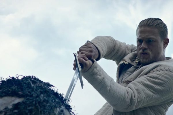 999050_King_Arthur_Legend_of_the_Sword_Still_1_59fb14f3d5505f9e6eef9cfd81eda768.jpg